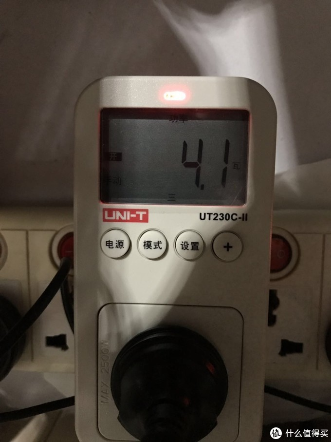 这是一开机到桌面杀毒软件(火绒+火绒弹窗拦截)默认启动其他什么软件都不开的功耗。4.5瓦左右。