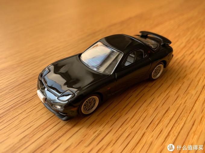 7台车里,只有黑色的轮毂不同