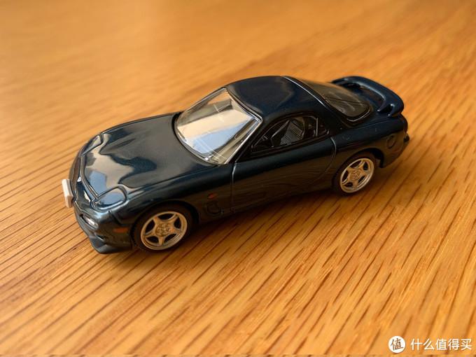 青色的车漆非常好看,也是金属漆,但照片没有拍出来亮晶晶的质感,可惜了