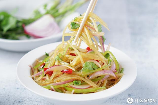 夏天,土豆控肯定不会错过这道菜,酸辣爽脆,吃起来很过瘾!