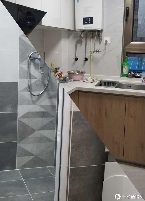 右上厨房、左下卫生间