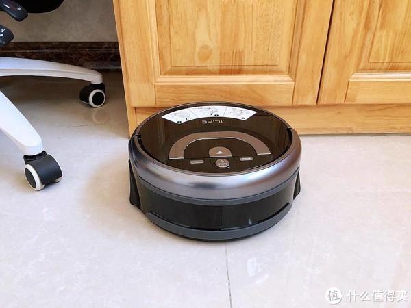 地面顽固污渍不好清洗?智意W400洗地机器人轻松搞定,实测之后:我服