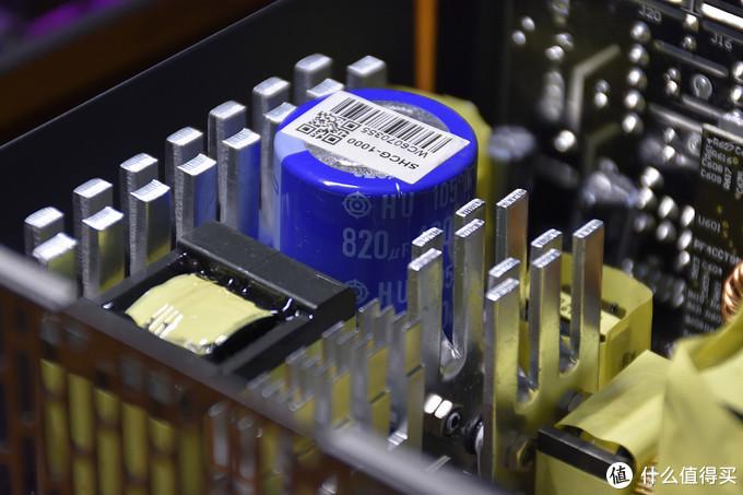 主电容为单颗820μF 400V的日立电容