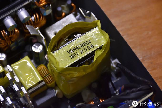 主变压器型号为VER42BB04,主要用来+12V电路的输出