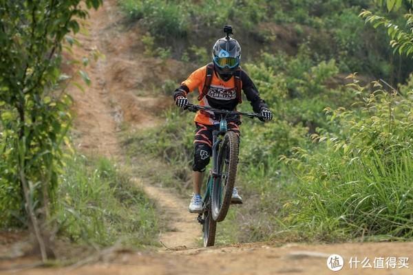 EVOC Stage 12L 骑行背包解析——下坡车手的日常选择