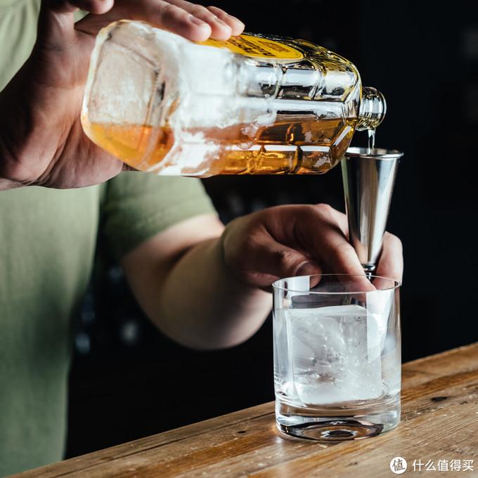 先加威士忌