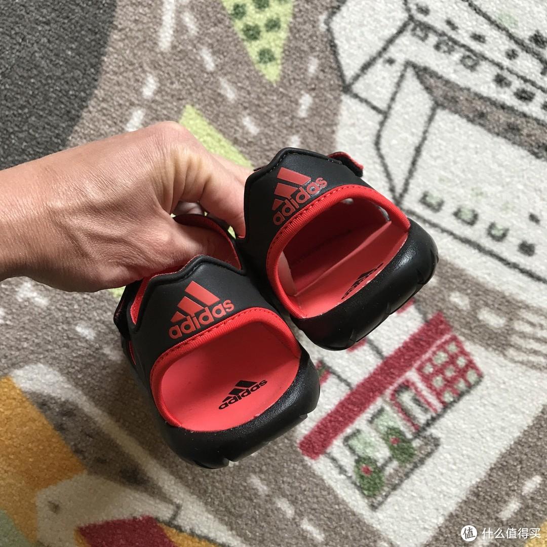 只有100克的Adidas FORTASWIM 2 C儿童凉鞋