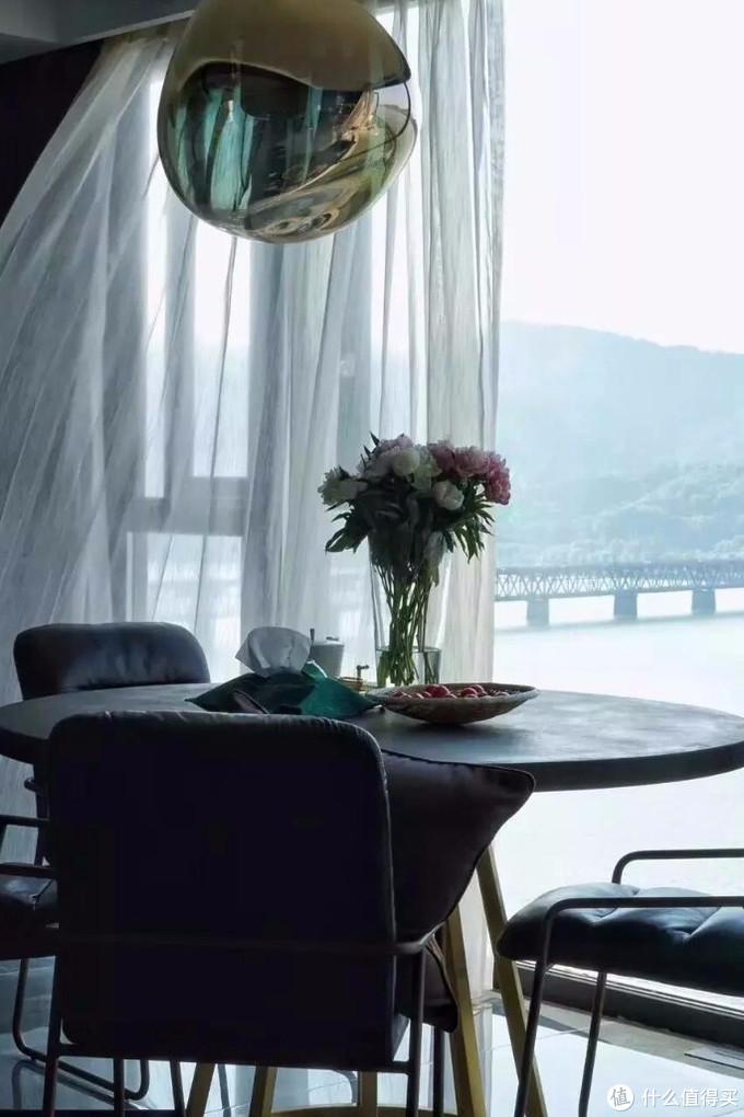 为看钱塘江吃晚餐!她花30万做窗户,把整个家变成观景台