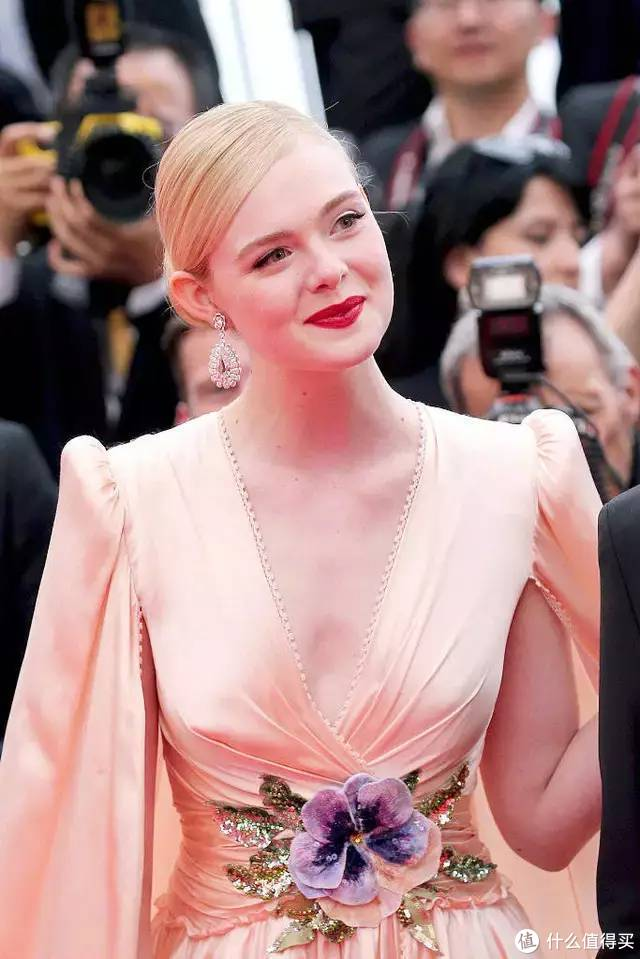"""戛纳开幕,红毯最亮居然是个""""特殊观众"""""""