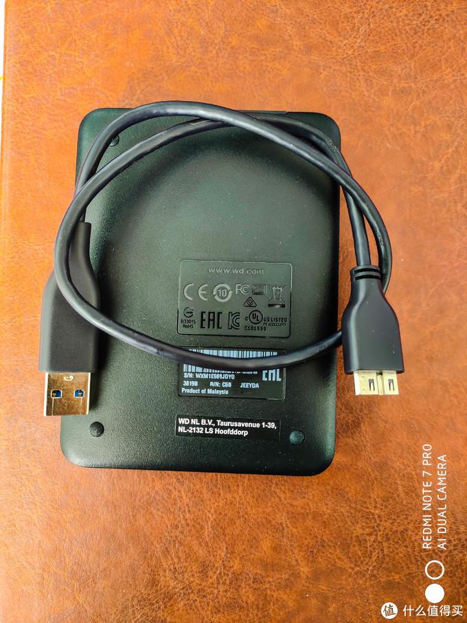 硬盘背面及数据线
