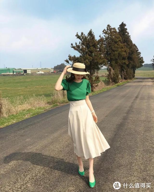 衬衫+裙子的洋气穿法!国外女郎喜欢开放式搭配,中国唯美风赢了