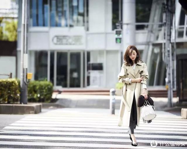 街头私服看着好舒服!西服套装干练又霸气,女人这样很有魅力