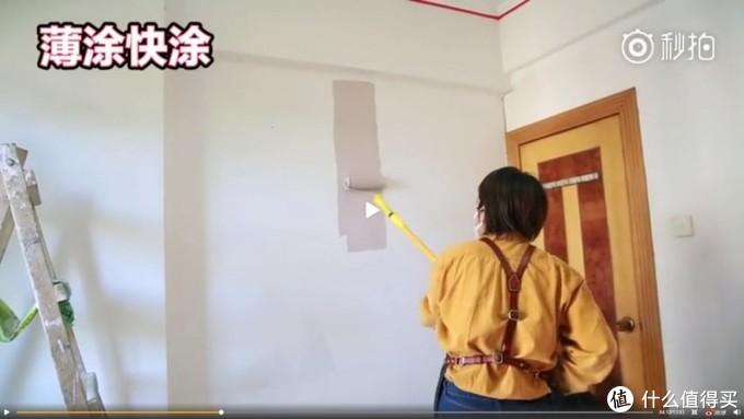 货架变时髦衣柜、碎布DIY高级墙纸,这对硬核少女改造租房就像开挂