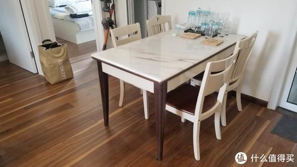 餐桌椅,跟地板及全屋效果很大,没有椅子的瑕疵就完美了