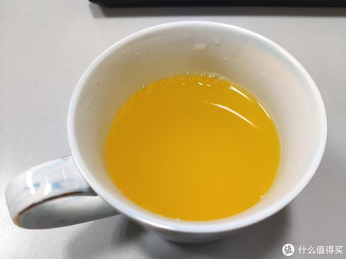 200ml的橙汁在杯子里感觉有点少了