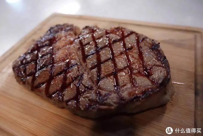 横纹铸铁锅功效相同,胜在可以加持牛排的颜值