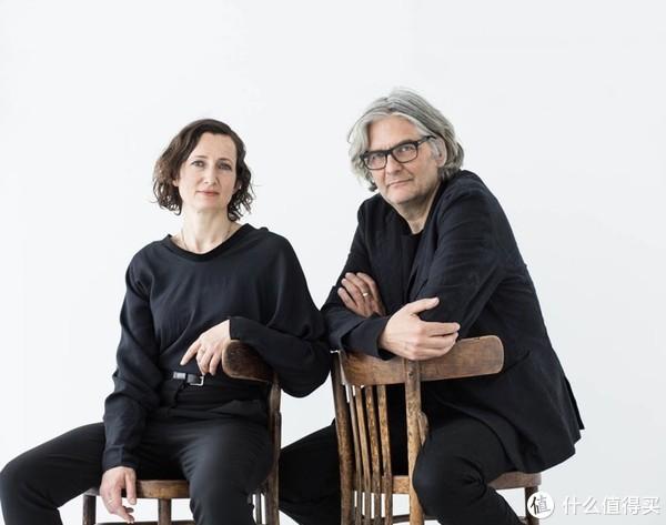 男是创始人之一Michael,女不是Angela,是95年就加入公司的设计师Claudia