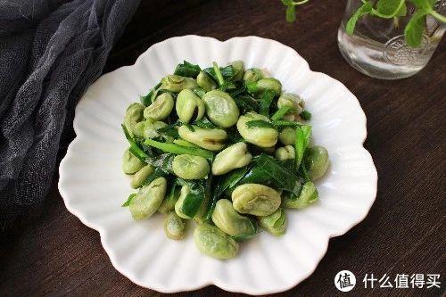 正当季的蚕豆,价格便宜,做法简单,只需加一种食材,鲜香软糯