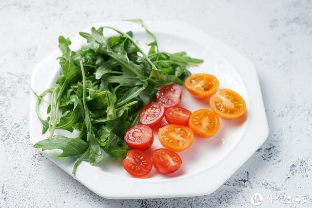 一道夏日热带风情沙拉,酸甜可口,清爽解腻,好吃不胖人