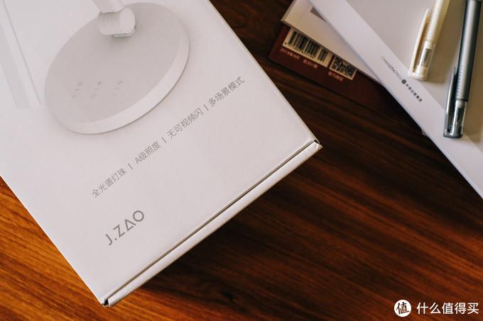 让桌面有更大的视界,更好的减少蓝光伤眼:京东京造 全光谱 护眼LED台灯