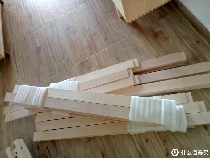 榉木床板,两端榫头清晰可见,照片里大概只有一半的数量。