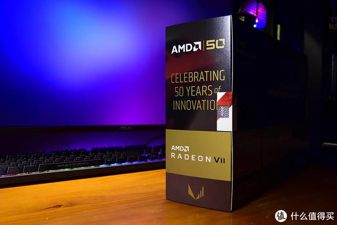 AMD Radeon VII 五十周年纪念版 侧面