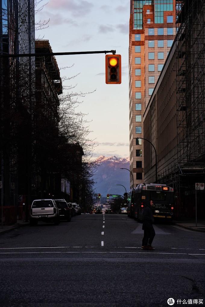 (为什么大妈图床压现在缩得这么厉害,明明原图里夕阳下的雪山很清晰)