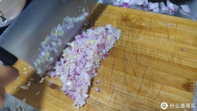 外焦里嫩、鲜香可口的烤羊腿是怎么做出来的