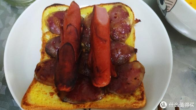 美味鸡蛋煎面包片来当早餐,开心哦