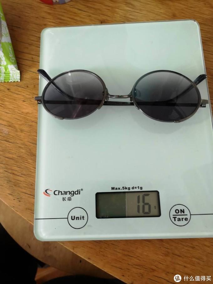 称重,我看了卖家之前的宣传,15克的重量,我留心了一下,称重。
