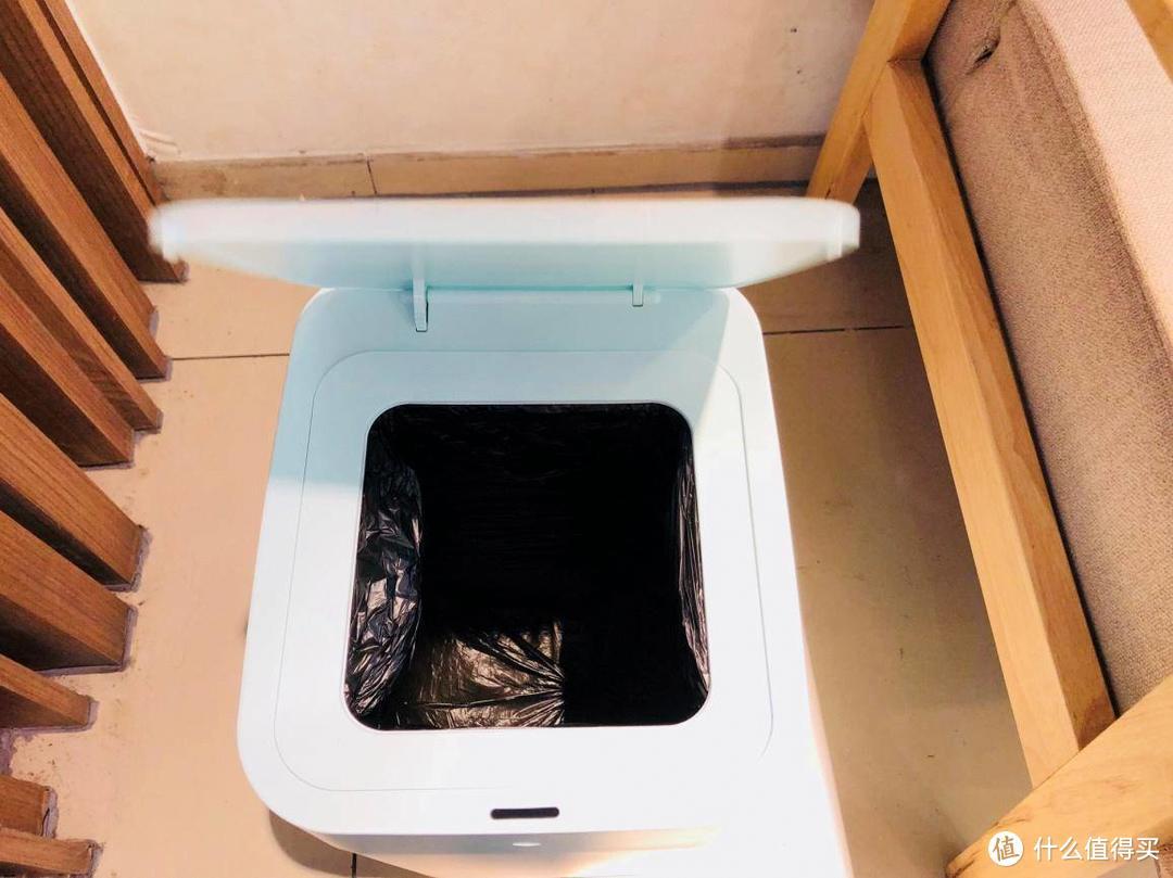 拓牛智能垃圾桶让我告别兰花指捏着垃圾袋的窘境