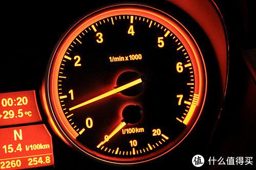 发动机转速表