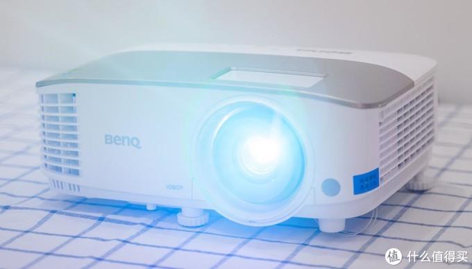 喜欢看电影?买投影机比电视靠谱——明基i707智能家用投影机