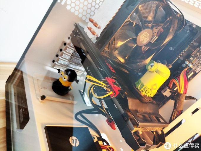 小黄人的新家,Tt 挑战者H3电脑机箱