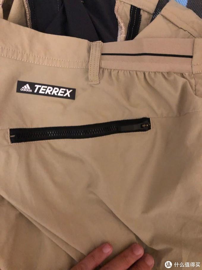 这张颜色比较还原了,右侧有个屁兜,有terrex标识