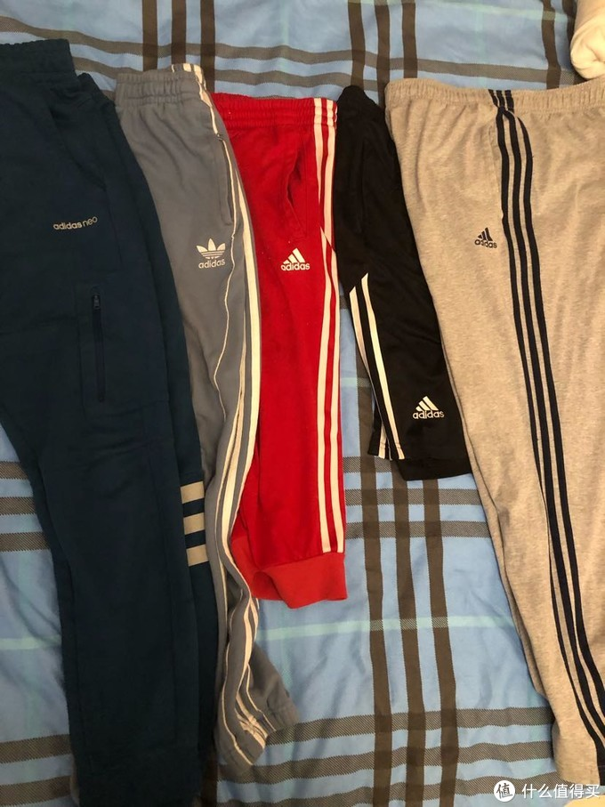 基本家里夏天常穿的就右边三件,左边两件我媳妇还没给我收起来就凑个数