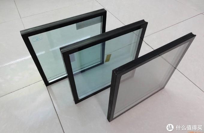 中空玻璃不等于真空玻璃,市面上几乎不存在真正意义上的真空玻璃,几乎都是中空玻璃