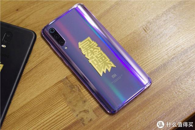 """有型有料,颜值高,小米有品推出""""暴""""、""""MI""""系列纯金手机贴"""