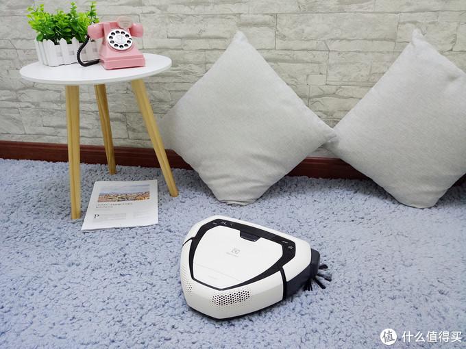 伊莱克斯PUREi9智能机器人吸尘器,开启优雅的清洁模式