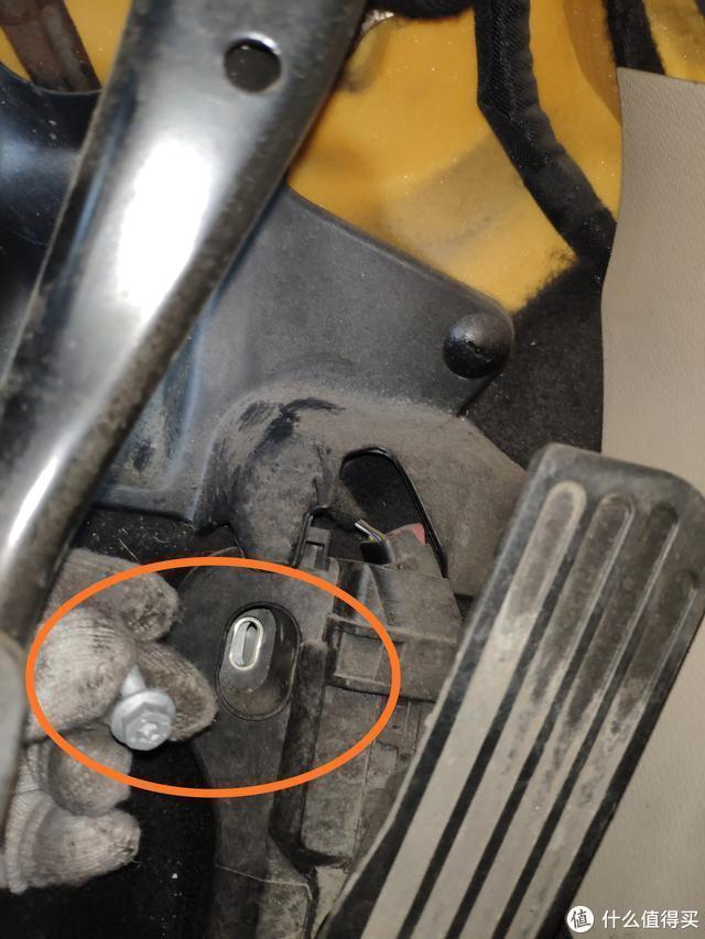 7年的大众高尔夫发动机故障码频繁亮起,粗心车主下雨天忘关车窗,导致电子元件烧坏