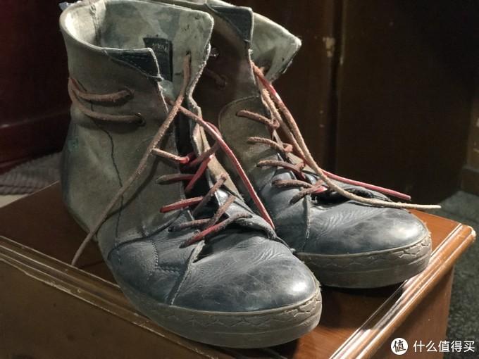 每年都要费几双皮质鞋带,色彩自己搭