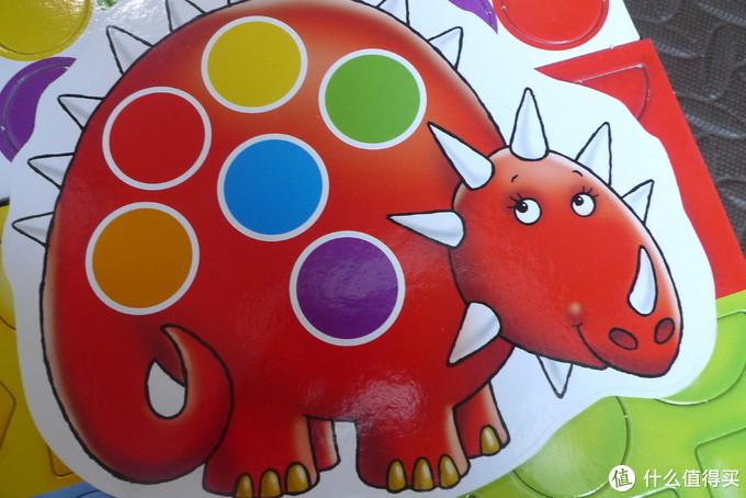 红色恐龙。有点像五角龙,然而角的数量对不上。