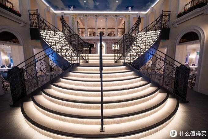 大运河餐厅通向四楼的楼梯