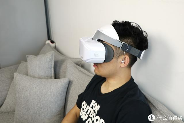 """""""个人影院""""再升级 爱奇艺VR一体机奇遇2S上手体验"""