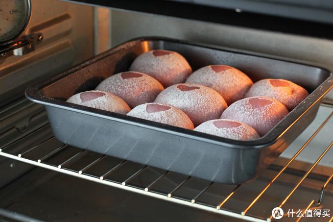 做面包时加点紫薯,富含花青素营养翻倍,柔软香甜,当早餐正合适