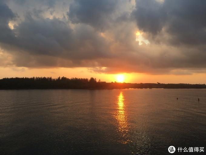登上轮船看日出