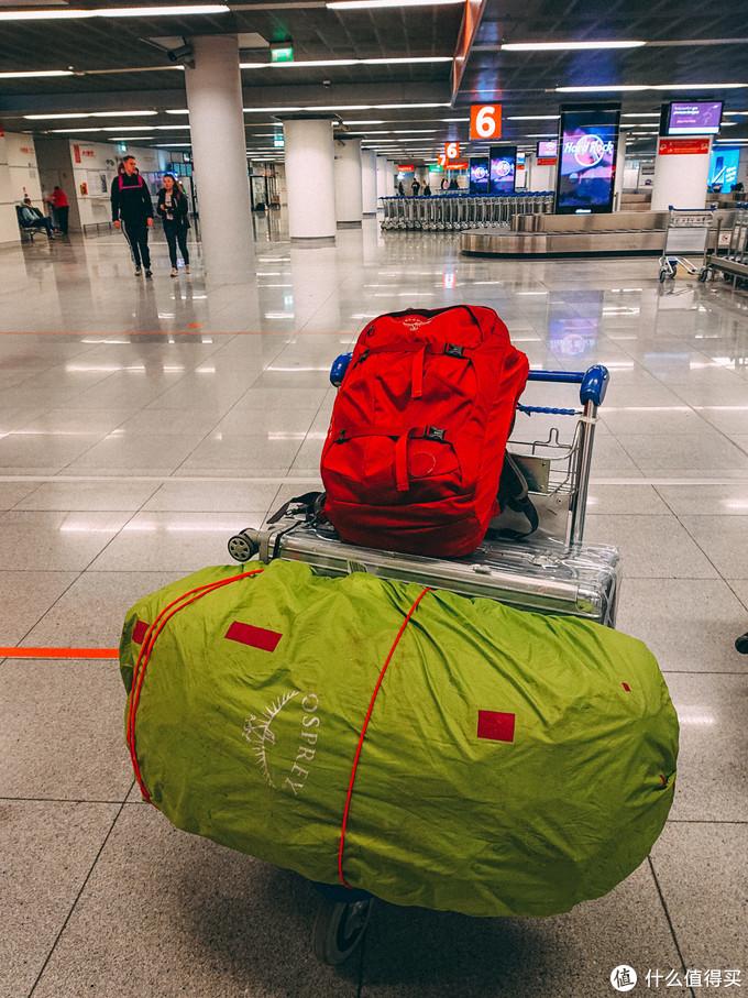 3件超级大件行李+背包里面是相机镜头电脑~
