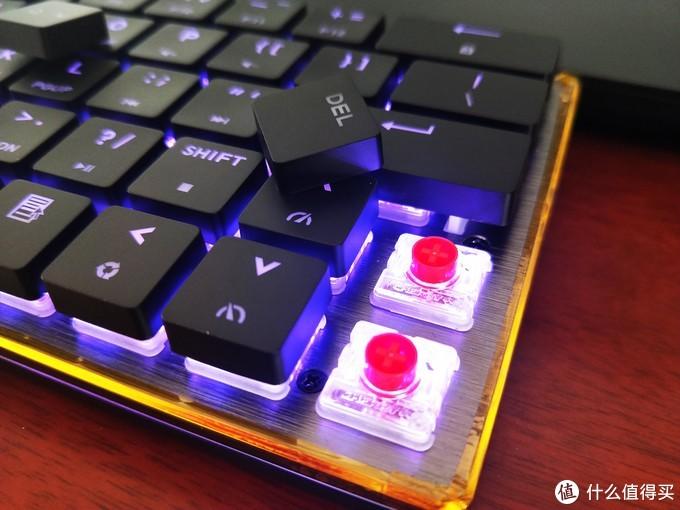 酷冷至尊SK621RGB机械键盘,光影变幻之间的指尖跳跃
