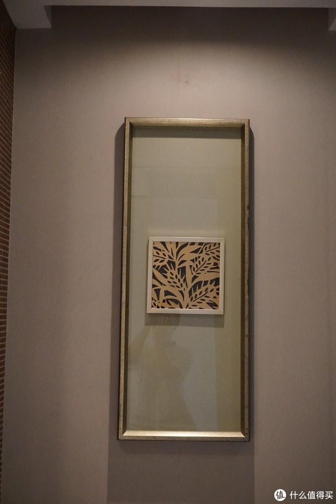 浴室里的装饰画