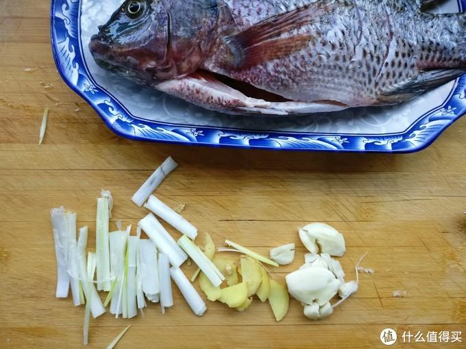 今天用罗非鱼做一道菜,鱼羊合之为鲜,清蒸罗非鱼